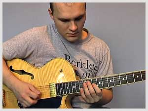 Lick of the week no. 5 - Soloing using triads (superimposing) over F7