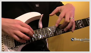 Lick of the week no. 8 - Two Handed Tapping